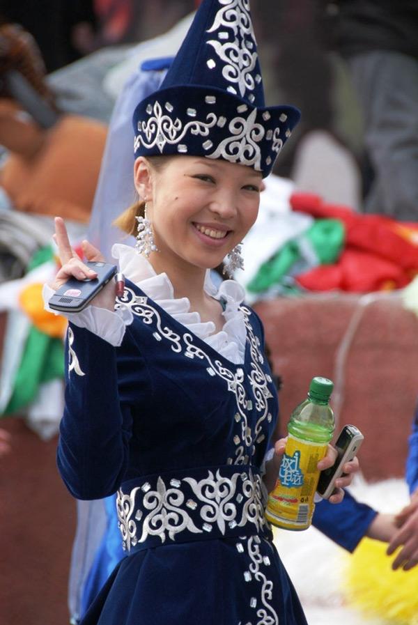 Фото раздевающихся девушек в национальных костюмах фото 248-987